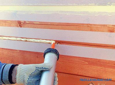 Seam sealing in wooden houses