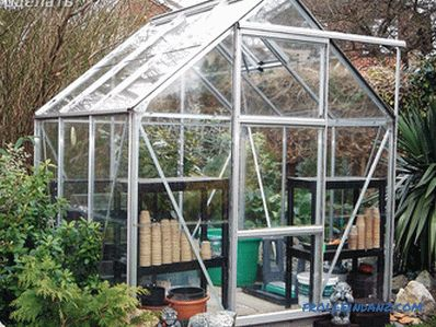 Greenhouse of glass with their own hands: how to do