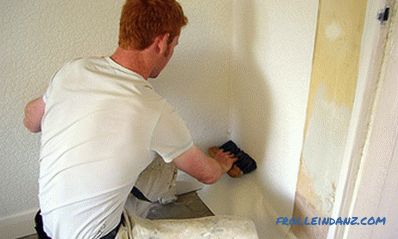 How to glue wallpaper in the corners