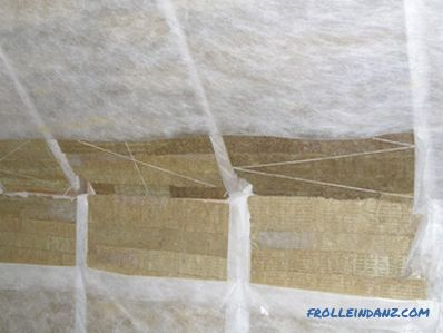 Insulation for pitched or flat roofs