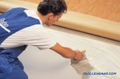 We lay linoleum on a wooden floor: ways, tools and materials