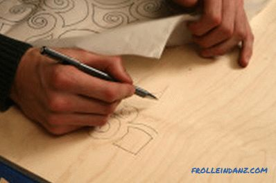Cutting out a jigsaw out of plywood, how to move the drawing
