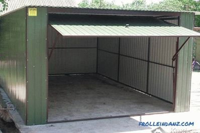 Garage of corrugated DIY