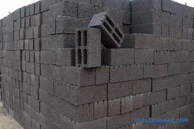 What blocks are better for building a house