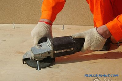 Adjustable floors on logs with their own hands