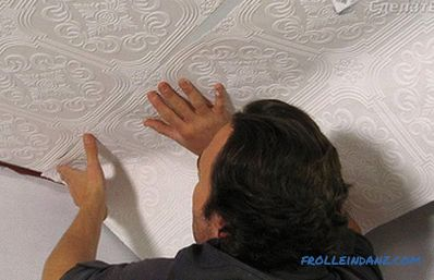 How to glue vinyl wallpaper on the walls and ceiling (+ photos)