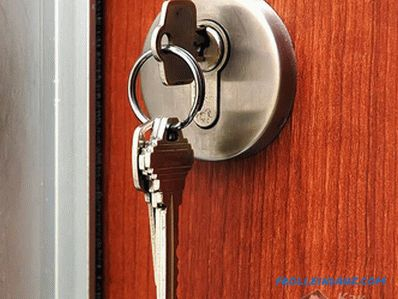 How to replace the larva lock the front door with their own hands