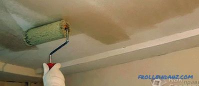 How to glue wallpaper on the ceiling