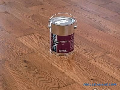 How to paint a wooden floor in the house at the cottage