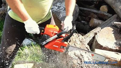 How to adjust the carburetor on a chainsaw